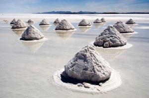 Piles_of_salt_salar_de_uyuni_bolivia_luc